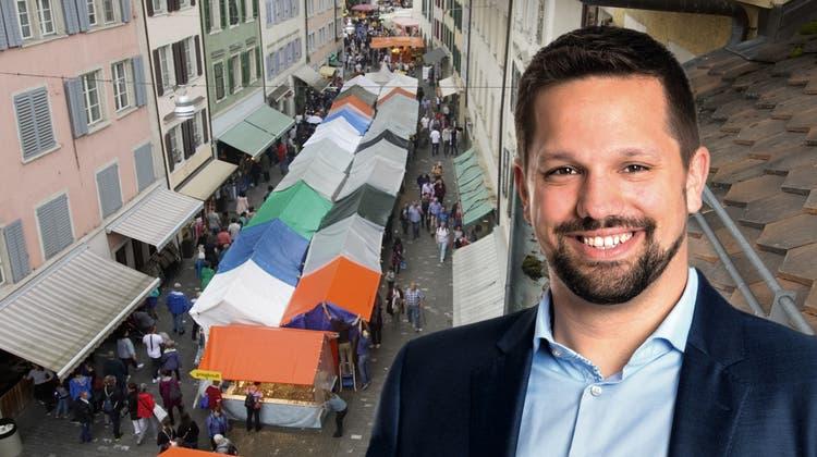 Der bisher letztePfingstmarkt 2019, fotografiert von einem Dachfenster in der Bremgarter Altstadt. (Dominic Kobelt (10. Juni 2019))