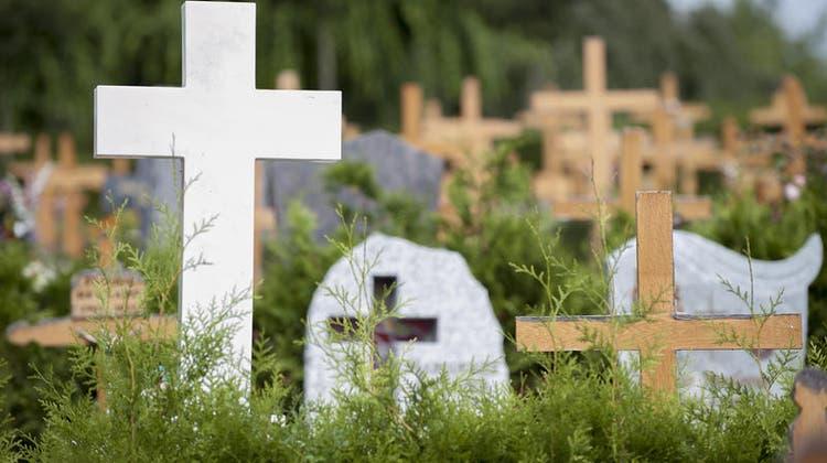 Viele Menschen blieben den Begräbnissen während der Pandemie wohl fern, weil sie sich vor einer Ansteckung fürchteten. (Bild: Keystone)