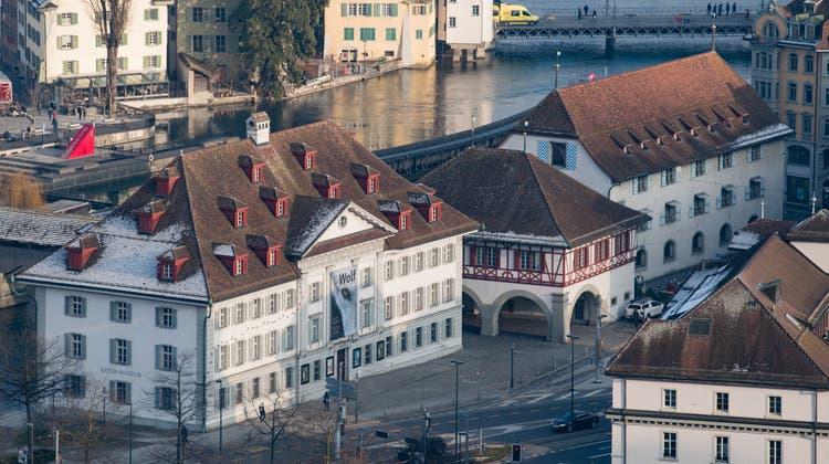 Das Natur-Museum (links) und das Historische Museum am Kasernenplatz. (Boris Bürgisser)