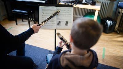 Wird vorläufig doch nicht mehr kosten: Der Musikunterricht an der Musikschule St.Gallen. (Symbolbild: Benjamin Manser)