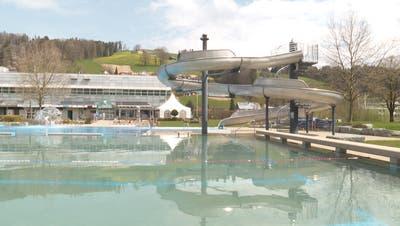 Ab Samstag kehrt Leben in das Wattwiler Freibad. (Bild: TVO)
