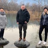 Die Taucherinnen Gabriela Steiger (links) und Alina Petschnik sowie Taucher Jakob Bischof bauen den Verein auf, der vor allem Kinder und Jugendliche fürs Tauchen begeistern möchte. (Bild: PD)
