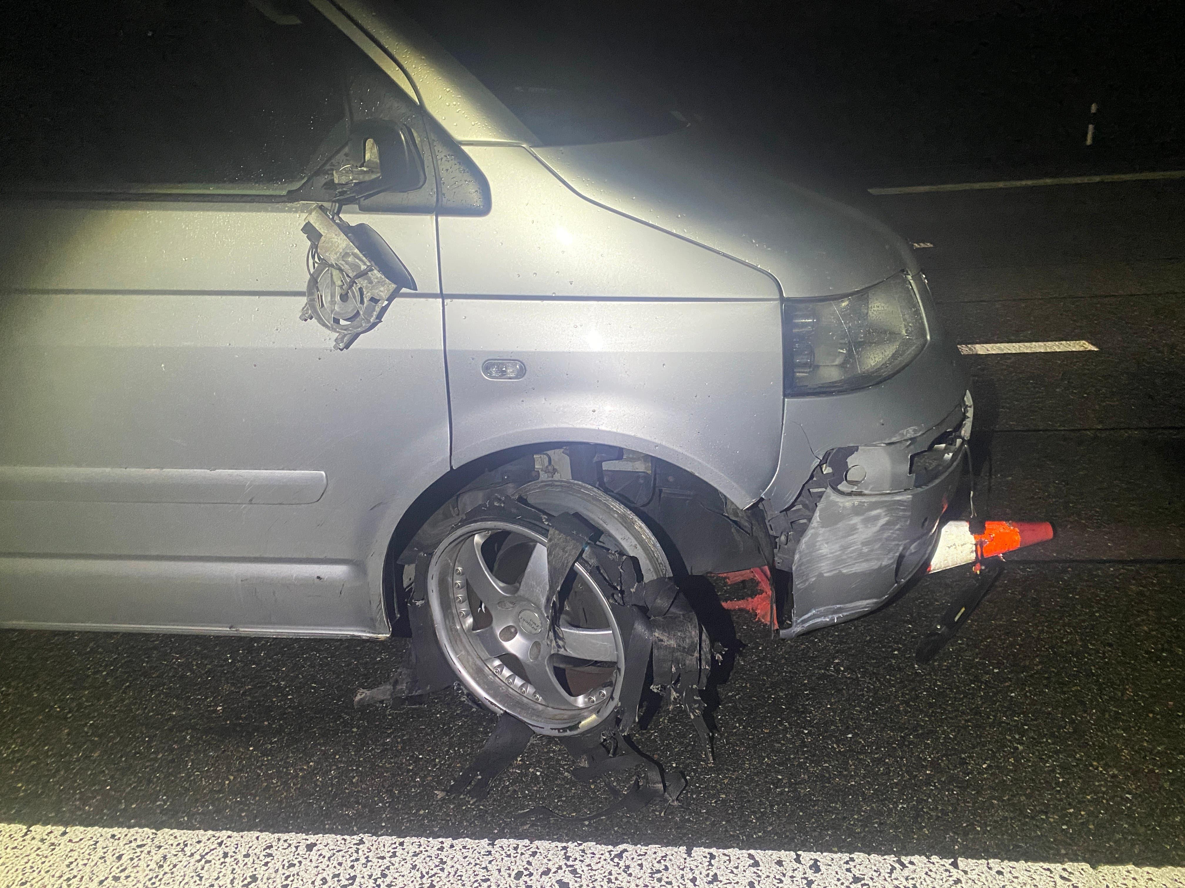 29. April, Autobahn A1,Suhr: Ein alkoholisierter Automobilist verursacht einen Selbstunfall. Ohne sich um den Schaden zu kümmern, fuhr er unbeirrt weiter.