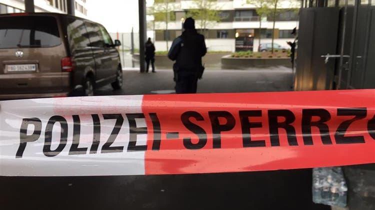 Polizeieinsatz beim Kino Pathé in Spreitenbach. (Raphael Rohner)