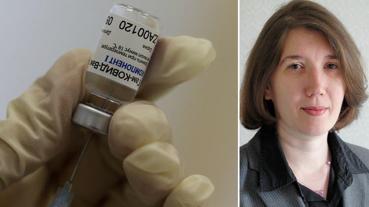 Coronavakzin und Propagandainstrument: Der umstrittene Impfstoff Sputnik V – CH-Media-Korrespondentin Inna Hartwich hat sich damit impfen lassen. (Bilder: Getty Images/CH Media)