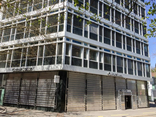 Die Metallwände am Erdgeschoss des CS-Bürogebäudes am Multertor in St.Gallen.