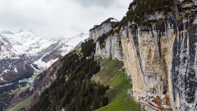 Blick auf das weltbekannte Berggasthaus Äscher, aufgenommen am Donnerstag, 9. Mai 2019. (Bild: Gian Ehrenzeller/KEY)