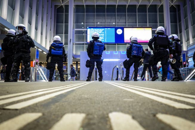 Eine Stadt im Ausnahmezustand: Am 4. April 2021 kontrollierte die Stadtpolizei Jugendliche am Bahnhof aus Angst vor Ausschreitungen.