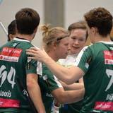 JoonasPylsy wird von seinen Mitspielern gefeiert. Der Finne hat nach acht Playoff-Spielen17 Scorerpunkte auf dem Konto. (Hans Peter Schläfli (Archiv))