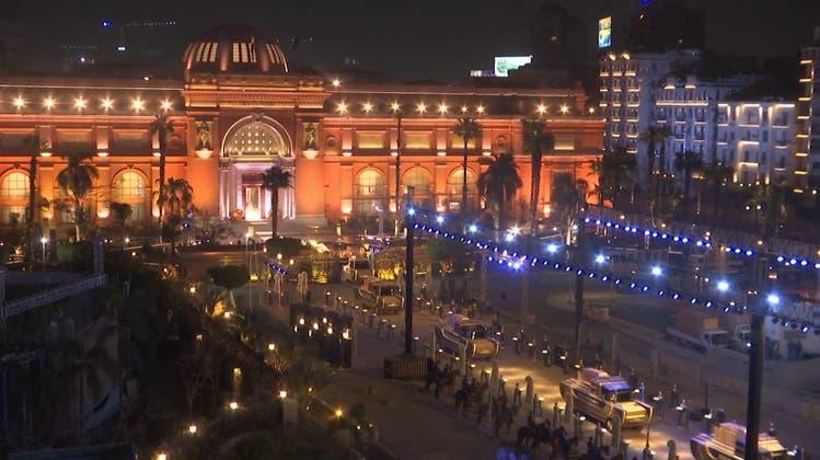 Feierliche Prozession von 22 Mumien durch Kairo