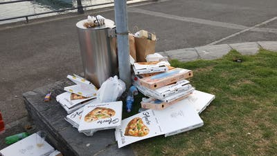 Omnipräsent: Pizzaschachteln. (Gerhard Lob)