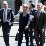 Letzter öffentlicher Auftritt des Europaausschusses: Guy Parmelin, Karin Keller-Sutter und Ignazio Cassis unterwegs zur Medienkonferenz im Juni 2019. (Peter Schneider / KEYSTONE)