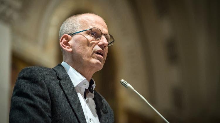Gemeindepräsident Martin Haas spricht an der Gemeindeversammlung von Salmsach zu den Stimmbürgern. (Bild: Reto Martin (26. November 2020))