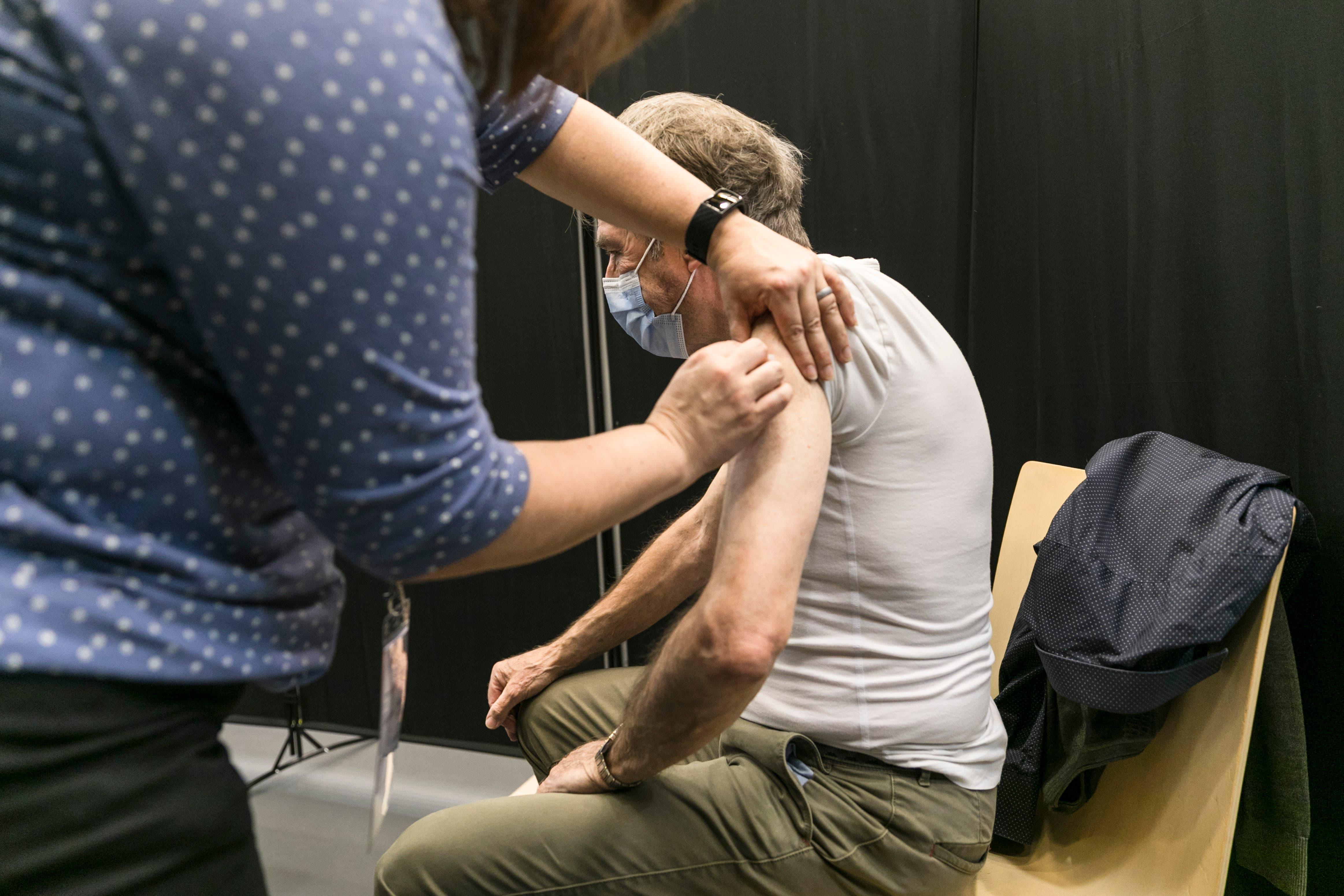 Ein Pieks, der hoffentlich etwas Normalität zurückbringt: Die Covid-Impfung dauert etwa zehn Minuten.