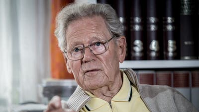Der Theologe und Präsident der Stiftung Weltethos, Prof. Hans Küng, am 25.10.2013 in seinem Haus in Tübingen, anlässlich des Interviews mit der «Schweiz am Sonntag».