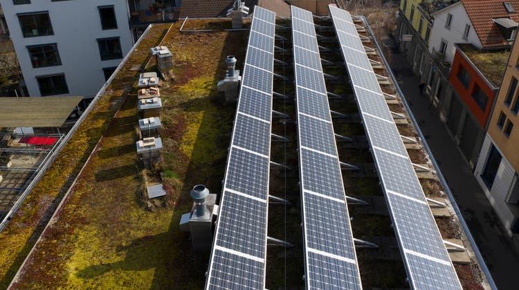 Der Ausbau von erneuerbaren Energien darf gemäss der Mehrheit der Befragten auch was kosten. (Symbolbild) (Keystone)