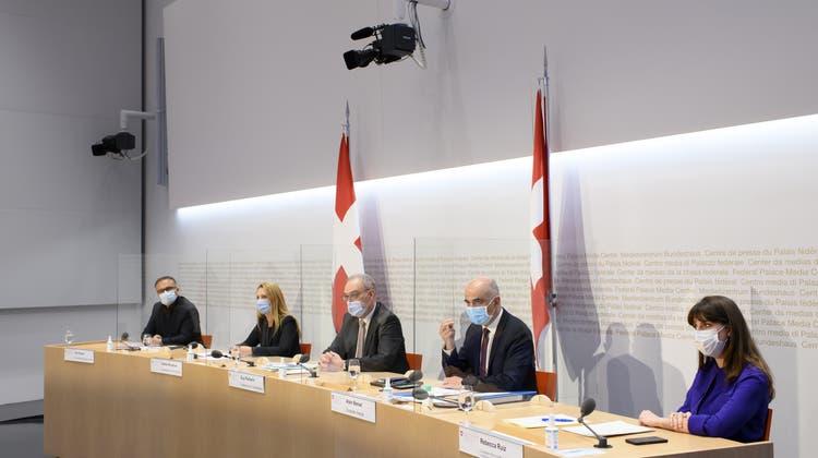 Das Länderexamen stellt dem Pandemie-Management des Bundesrates ein gutes Zeugnis aus, sieht aber auch Herausforderungen. (Keystone)