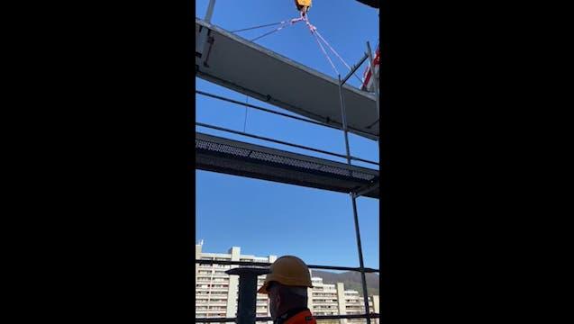 Ein Testobjekt: Solche neuen Balkone werden ab April 2021 vor Ort zusammengebaut an den «Staumauern» montiert (Bild von Oktober 2020). (Nadja Rohner)
