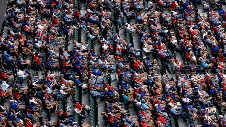 Zehntausende Fans feuern in Arlington ihre Baseballmannschaft Texas Rangers an. (5. April 2021) (Tom Pennington / Getty Images North America)
