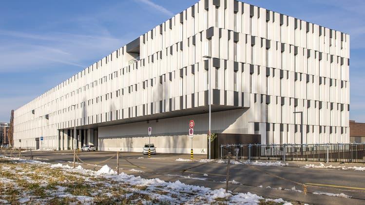 Das Gebäude des Bundesamts für Gesundheit in Bern: Wegen Kontakt mit einer «unbekannten Substanz» musste ein Mitarbeiter vorübergehend isoliert werden. (Keystone)
