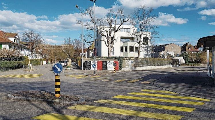 Herzogplatz in Aarau: Links zweigt die Westallee ab, rechts die Bachstrasse. (Nadja Rohner)