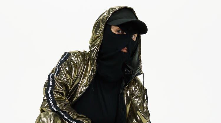 Anonyme Kunstfigur: Jessica Jurassica tritt stets maskiert auf. (Bild: PD)