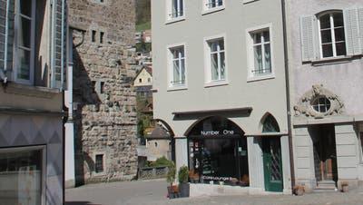 In der Liegenschaft der Genossenschaft Altstadt Brugg an der Hauptstrasse 66 sind Erdgeschoss und Wohnung im ersten Stock zur Vermietung ausgeschrieben. (Bild: Claudia Meier)