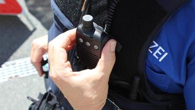 Polizist Polizisten Beamter Beamte Patroullie Uniform          Bild Pd (Pd / Neue Zuger Zeitung)
