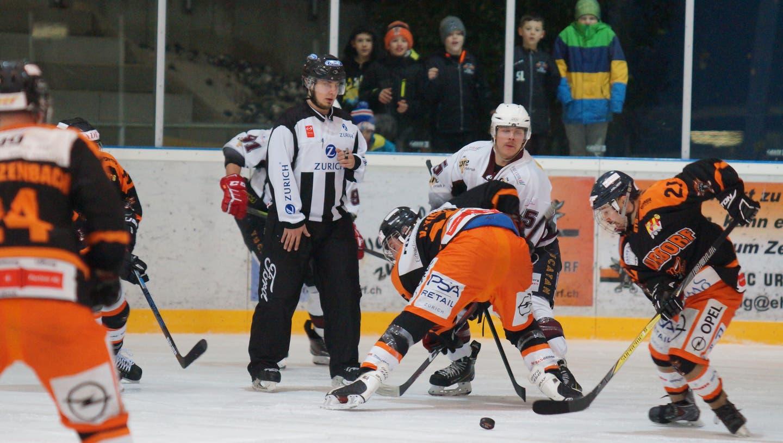 In der kommenden Saison laden die Eishockeyaner die Dorfbevölkerung zu Spiel und Bratwurst ein. (Ruedi Burkart)