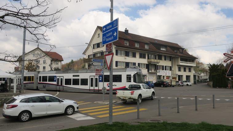 """Der """"Böhler-Knoten"""" bei der Kreuzung Hauptstrasse und Böhlerstrasse in Unterkulm. Böhlerknoten, Böhlerkreisel, WSB (Flurina Dünki / WYS)"""