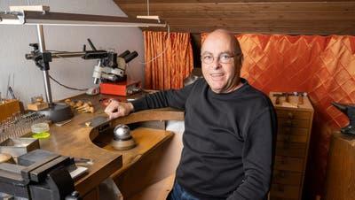 In seinem Atelier beendet Daniel Lüthi seine letzten Arbeiten. (Alex Spichale)