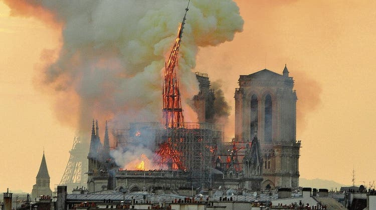 Vor fast genau zwei Jahren, am 15. April 2019, brannte eines der grossen Wahrzeichen von Paris, die Notre-Dame. (Bild: Keystone)