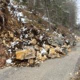 Die Binzstrasse von Gänsbrunnen Richtung Binzberg ist nach einem Felssturz gesperrt. (Walter Schmid)