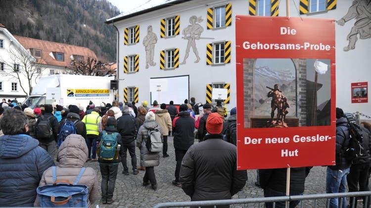 Des Aktionsbündnis Urkantone hatte im Januar eine Kundgebung auf dem Hauptplatz in Schwyz organisiert. (Keystone /Urs Flüeler)