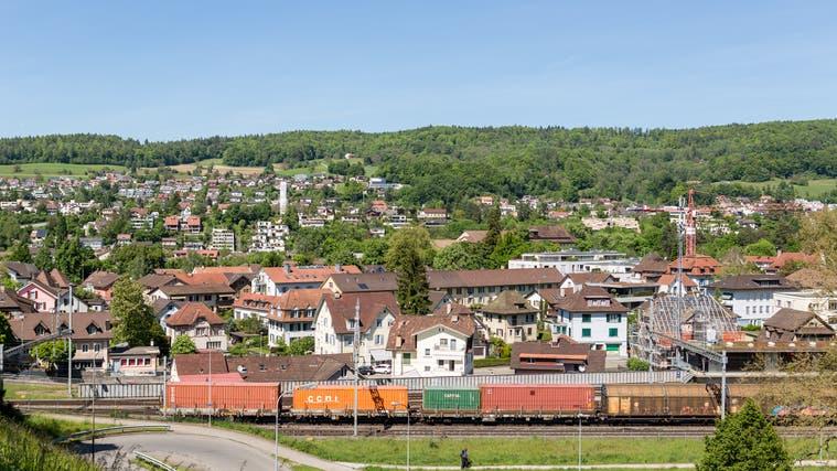 Blick auf die Gemeinde Turgi und den Bahnhof:Am Mittwochabend wurden kritische Stimmen zum Fusionsprojekt zwischen Baden und Turgi laut. (Sandra Ardizzone / BAD)
