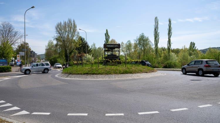 Der Kreisel muss weichen: Hier sollen die Autos künftig über eine Kreuzung geleitet werden. (Alex Spichale)