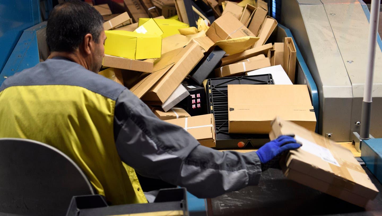 Hier im Paketzentrum Frauenfeld können Mitarbeiter bald einmal in der Woche zum Spucktest. (Keystone)