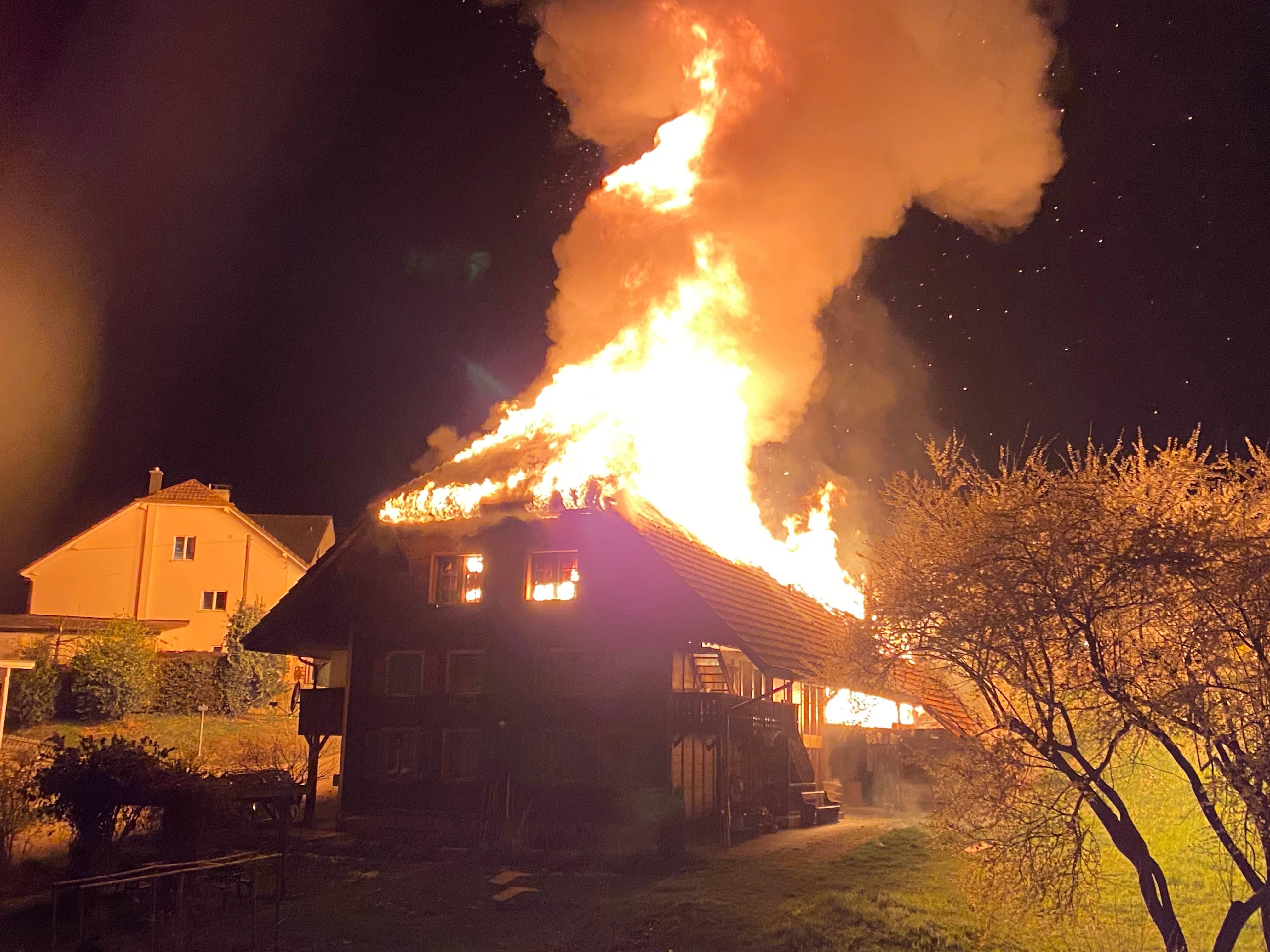 In Brittnau brach ein Brand in einem Einfamilienhaus aus.