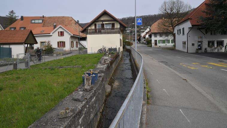 Juraweg links, Dorfbach und Hauptstrasse: ab Sommer wird hier gebaut. (Bruno Kissling)
