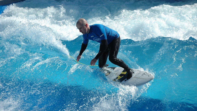 «Alle machen zu, wir machen auf» – die Surfsaisonmitten in Zürich hat begonnen