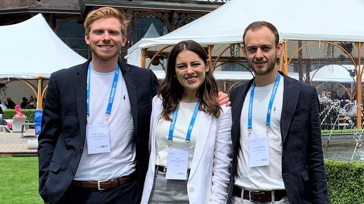Robin Gnehm, Carla Hänny und Ehemann Nicholas Hänny in Interlaken am Swiss Economic Forum 2019. (Janine Gloor)