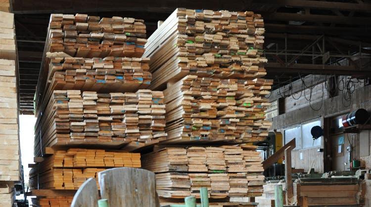 Die Nachfrage nach Schnittholz ist weltweit massiv gestiegen und hat so die Preise massiv in die Höhe getrieben. (Bild: Olivia Hug)