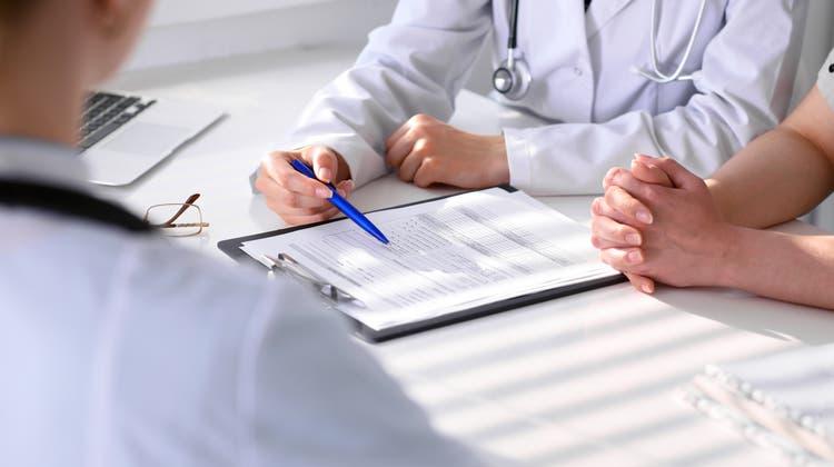 Gutachter entscheiden oft, wer eine IV-Rente erhält und wer nicht. (Imago)