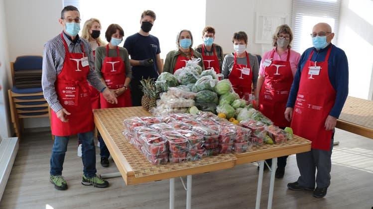 Die Helfenden vom «Tischlein deck dich» in Romanshorn. (Bild: Markus Bösch)