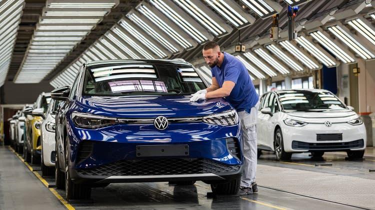 Elektroautos wie hier das Modell ID.4 sollen VW in die Zukunft führen. (Getty)