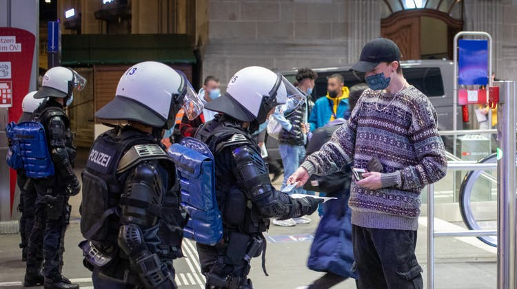 Die St. Galler Stadtpolizei wird wieder «ausgedehnt» Personen kontrollieren. (Raphael Rohner)