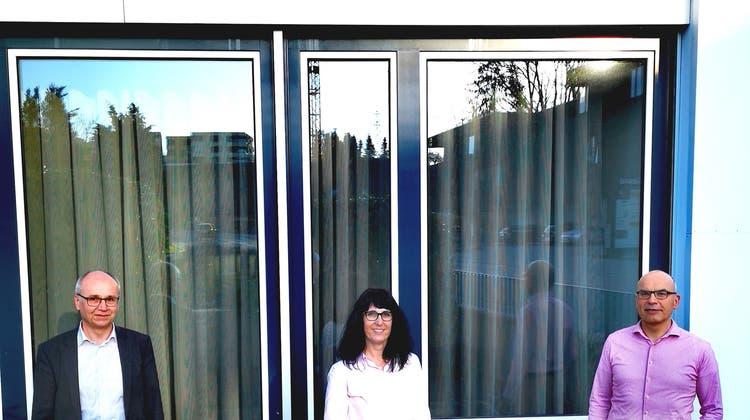 Markus Villiger, zurücktretender Verwaltungsrat der Raiffeisenbank am Lindenberg; Irene Hagenbuch und René Meyer, ausscheidende Verwaltungsräte der Raiffeisenbank Merenschwand-Obfelden (von links). (zvg)