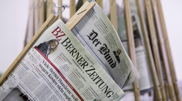 Die Ausgaben der Tageszeitungen «Der Bund» und «Berner Zeitung» bleiben eigenständig - wenn auch nur im Auftritt. (Peter Klaunzer / KEYSTONE)
