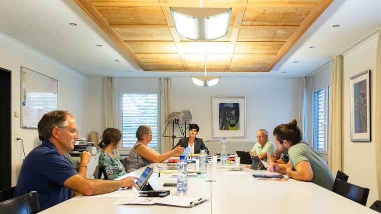 Sommer 2019: Susanne Rufer leitet ihre erste Gemeinderatssitzung als neue Gemeindepräsidentin. (Tom Ulrich)
