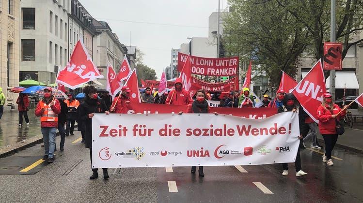 Mit Bezug zum 1. Mai versprayten unbekannte Täter in Baden zahlreiche Fassaden und Objekte. (Ursula Burgherr)